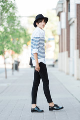 Outfit inspiration - stlye blogger in stripes and hat in spring