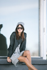 Outfit inspiration - sitting girl wearing touque and sunglasses