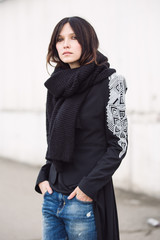 Outfit inspiration - style blogger in black fall sweater