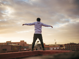Arabic man standing on the roof above Marakesh