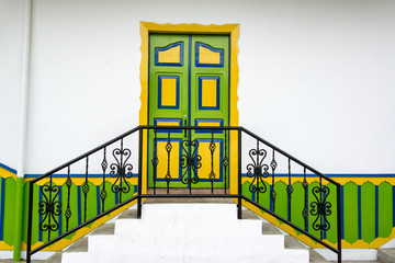 Fototapete - Colorful Colonial Door