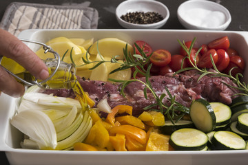 Schweinefilet und Ofengemüse mit Olivenöl