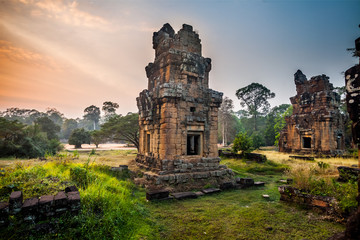 Angkor Thom gardens near the Elephants Terrace within the Angkor Temples, Cambodia. Angkor Wat Temple is the largest religious monument in the world. Ancient Khmer architecture Fototapete