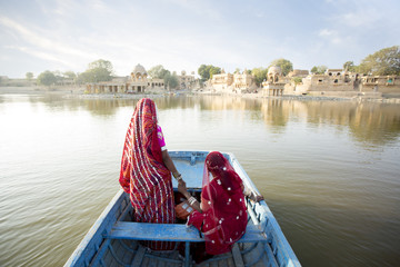Rajasthani women at the lake in the desert. Rajasthan. India