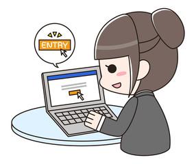 パソコンで企業にエントリーするスーツの女性