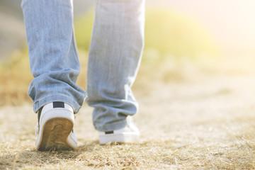 hombre caminando, piernas de hombre