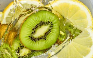 Fruits kiwi in water