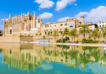 Wall Mural - The gothic Cathedral and medieval La Seu in Palma de Mallorca islands, Spain