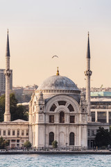 Poster Turquie Dolmabahce Mosque view from bosphorus strait of the sea