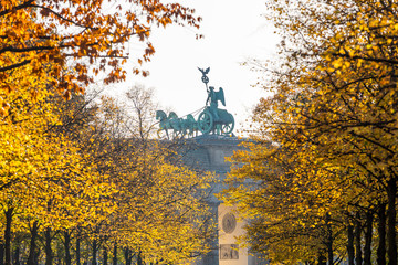 Brandenburger Tor (Quadriga) im Herbst