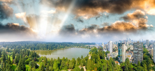 Fototapete - Panoramic aerial view of Stanley Park and Vancouver cityscape, British Columbia - Canada