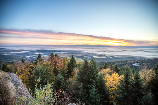 Sonnenaufgang in den Vogesen auf dem Odilienberg