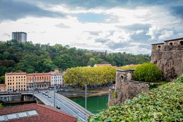Vue sur la colline de Fourvière à Lyon depuis le Fort Saint-Jean