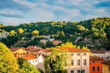 Vue sur la colline de Fourvière depuis la Croix-Rousse à Lyon