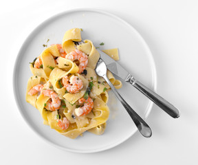 Pasta with shrimps, lemon and garlic