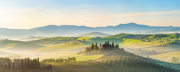 Poster Europa Beautiful foggy landscape in Tuscany, Italy
