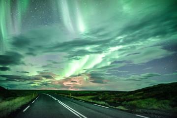 Den Polarlichtern entgegen