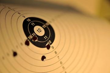Zielscheibe, Schießsport, Luftgewehr, Luftpistole, Ziel, Treffer, Scheibe, Schützenverein, Sieg, Wettbewerb, Symbol, symbolisch, Sportschütze, Scheibenschießen, Sport, Kreis, Ringe, Schuss, Unschärfe