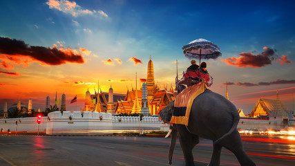 Photo sur Plexiglas Bangkok An Elephant with Tourists at Wat Phra Kaew -the Temple of Emerald Buddha- in the Grand Palace of Thailand in Bangkok