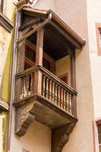 Kleiner Balkon Aus Holz An Einem Alten Fachwerkhaus In Der