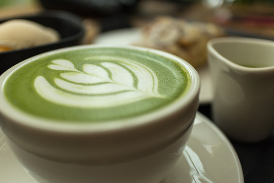 matcha latte art, green tea latte art
