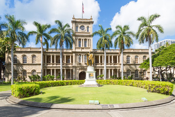Statue of King Kamehameha in front of Aliiolani Hale