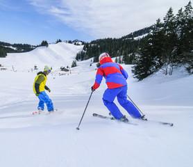Alpiner Wintersport auf der Skipiste