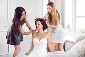 Bride's make-up hairstyle preparation