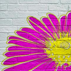Street art. Fleur mauve