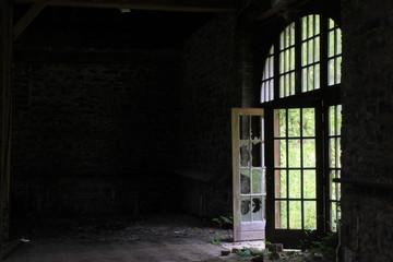 abandoned house 01