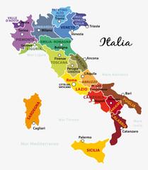 Mappa dell'Italia colorata con regioni, capitale e capoluoghi. Illustrazione su fondo grigio chiaro.