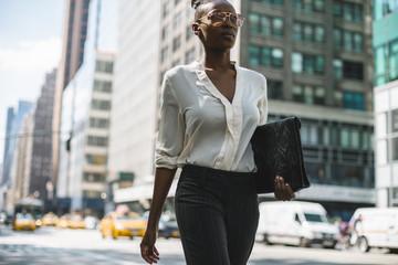 Black businesswoman walking in Manhattan - New York City