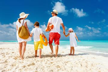 Fototapete - Family beach vacation