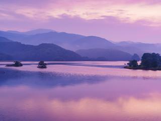 秋元湖の朝焼け