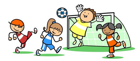 Mädchen und Jungen spielen zusammen Fußball