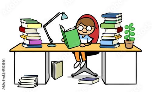 Bürotisch clipart  Kind beim Lernen mit Buch am Schreibtisch zu Hause