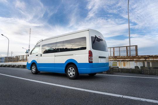マイクロバス 中型自動車