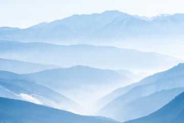 Zelfklevend Fotobehang Bergen Lanscape with blue mountains
