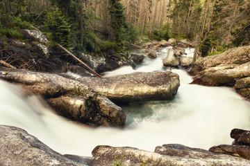 wodospad, szybka rzeka