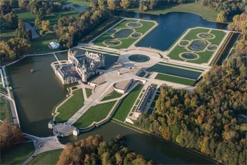 Vue aérienne du château de Chantilly, résidence de Diane de poitiers et de Catherine de Médicis dans l'Oise en France