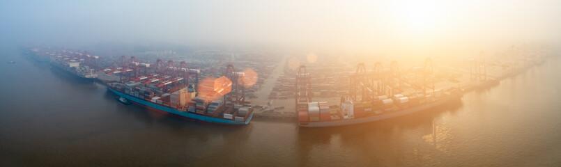 Foto auf Acrylglas Port container terminal in morning fog