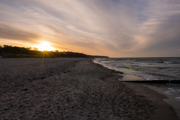 Ostseestrand am Abend mit Sonnenuntergang
