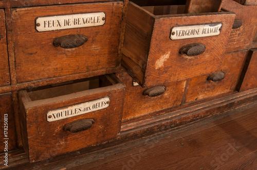 D tail tiroirs meuble en bois dans une picerie ancienne photo libre de droits sur la banque d - Meuble epicerie ...
