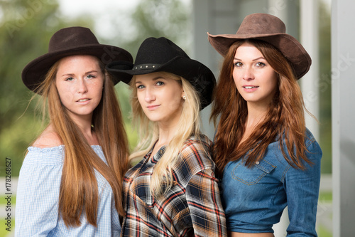 quotdrei cowgirlsquot stock photo and royaltyfree images on
