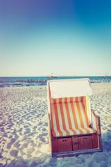 Fototapete - Strandkorb an der Ostseeküste