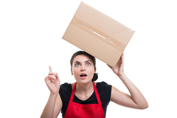 Female employee with cardbox pointing an idea