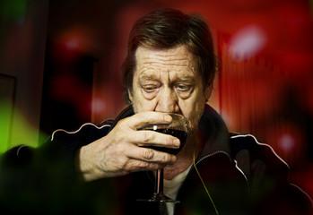 Degustazione vino rosso.