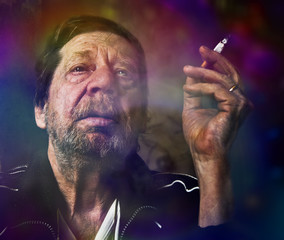 Uomo anziano, dipendenza da nicotina.