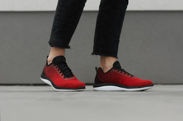men's running sneakers red