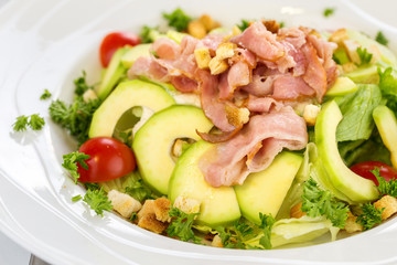 Green salad with avocado and bacon